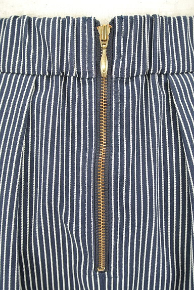 UNIVERVAL MUSE(ユニバーバルミューズ)の古着「ストライプ柄タックフレアスカート(スカート)」大画像4へ