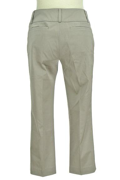 TOMORROWLAND(トゥモローランド)の古着「無地微光沢クロップドパンツ(パンツ)」大画像2へ