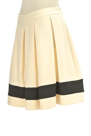 LOVE MOSCHINO(ラブモスキーノ)の古着「膝上丈裾ラインタックフレアスカート(ミニスカート)」大画像3へ