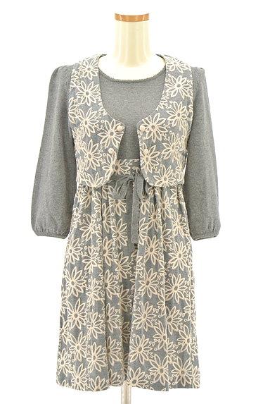 Lois CRAYON(ロイスクレヨン)の古着「刺繍ベスト付き7分袖ニットワンピ(ツーピース(ジャケット+ワンピース))」大画像1へ