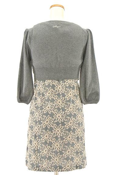 Lois CRAYON(ロイスクレヨン)の古着「刺繍ベスト付き7分袖ニットワンピ(ツーピース(ジャケット+ワンピース))」大画像2へ
