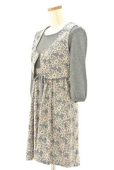 Lois CRAYON(ロイスクレヨン)の古着「刺繍ベスト付き7分袖ニットワンピ(ツーピース(ジャケット+ワンピース))」大画像3へ