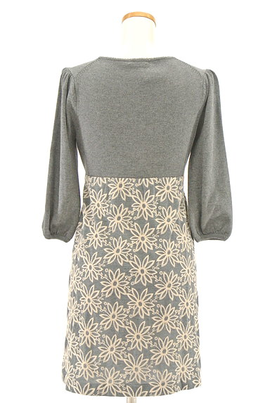 Lois CRAYON(ロイスクレヨン)の古着「刺繍ベスト付き7分袖ニットワンピ(ツーピース(ジャケット+ワンピース))」大画像5へ