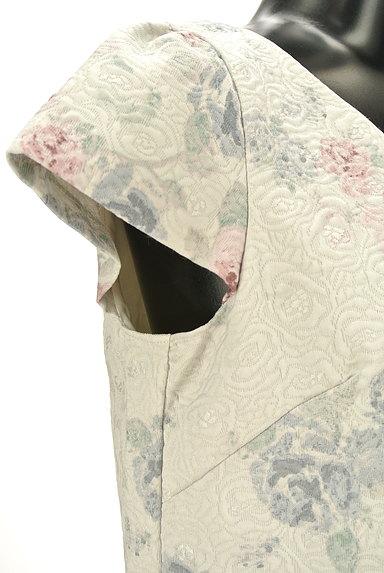 PROPORTION BODY DRESSING(プロポーションボディ ドレッシング)の古着「エンボス花柄膝丈ワンピース(ワンピース・チュニック)」大画像4へ
