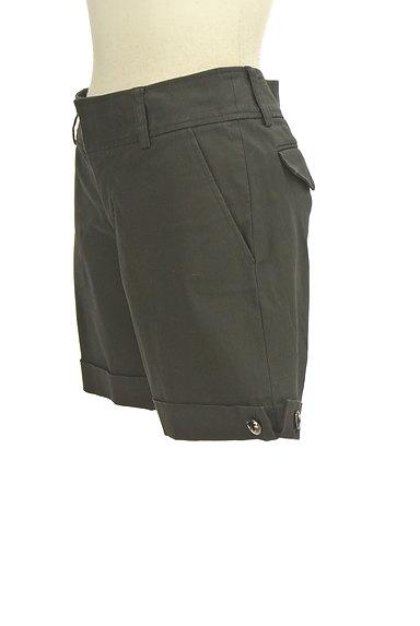 INDIVI(インディヴィ)の古着「装飾ボタンロールアップショートパンツ(ショートパンツ・ハーフパンツ)」大画像3へ
