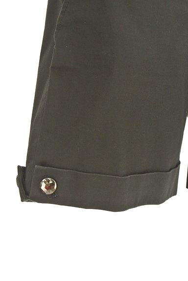 INDIVI(インディヴィ)の古着「装飾ボタンロールアップショートパンツ(ショートパンツ・ハーフパンツ)」大画像4へ
