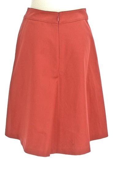 TOMORROWLAND(トゥモローランド)の古着「ミディ丈光沢セミフレアスカート(スカート)」大画像2へ