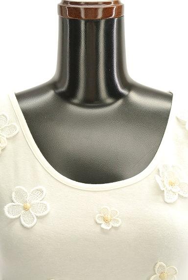Cynthia Rowley(シンシアローリー)の古着「花刺繍モチーフ付きTシャツ(カットソー・プルオーバー)」大画像4へ