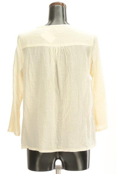 CUBE SUGAR(キューブシュガー)の古着「花刺繍7分袖ノーカラーシャツ(カジュアルシャツ)」大画像2へ