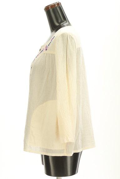 CUBE SUGAR(キューブシュガー)の古着「花刺繍7分袖ノーカラーシャツ(カジュアルシャツ)」大画像3へ