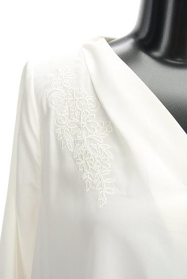 Fabulous Angela(ファビュラスアンジェラ)の古着「花刺繍スキッパーブラウス(カットソー・プルオーバー)」大画像4へ