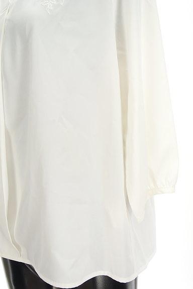 Fabulous Angela(ファビュラスアンジェラ)の古着「花刺繍スキッパーブラウス(カットソー・プルオーバー)」大画像5へ