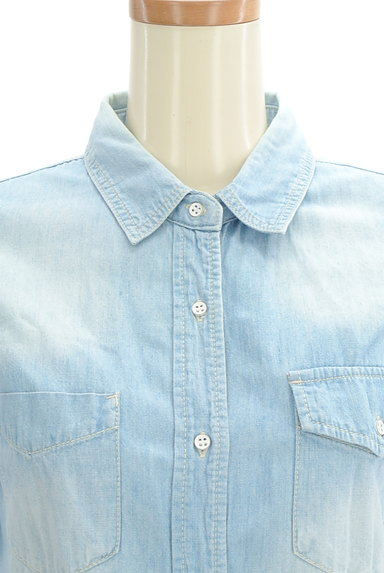 GALLARDAGALANTE(ガリャルダガランテ)の古着「ハイウォッシュデニムシャツ(カジュアルシャツ)」大画像4へ