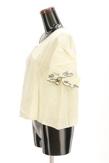 Jocomomola(ホコモモラ)の古着「スカラップ刺繍カットソー(カットソー・プルオーバー)」大画像3へ