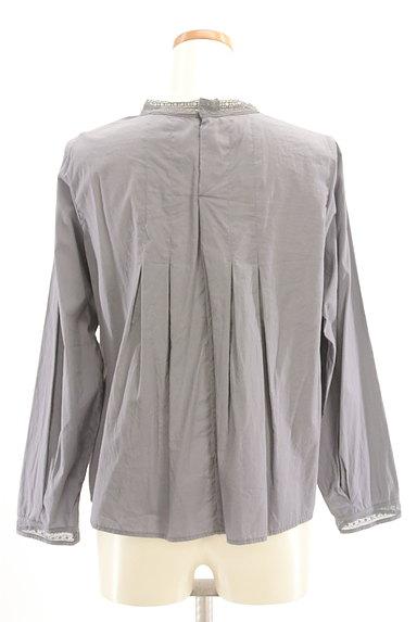 HUMAN WOMAN(ヒューマンウーマン)の古着「バックタック刺繍ブラウスカットソー(カットソー・プルオーバー)」大画像2へ