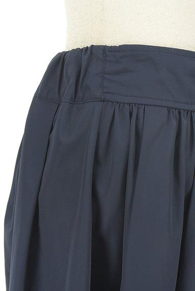 NATURAL BEAUTY BASIC(ナチュラルビューティベーシック)の古着「微光沢膝丈フレアスカート(スカート)」大画像4へ