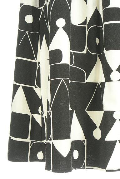 Jocomomola(ホコモモラ)の古着「ミモレ丈モノトーンロゴスカート(ロングスカート・マキシスカート)」大画像5へ