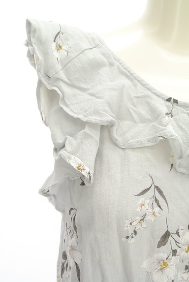 Snidel(スナイデル)の古着「花柄フリルティアードトップス(カットソー・プルオーバー)」大画像4へ
