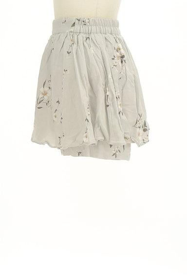 Snidel(スナイデル)の古着「花柄インナーパンツミニスカ(ショートパンツ・ハーフパンツ)」大画像3へ