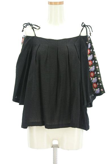 Lily Brown(リリーブラウン)の古着「ボヘミアン刺繍オフショルカットソー(カットソー・プルオーバー)」大画像1へ