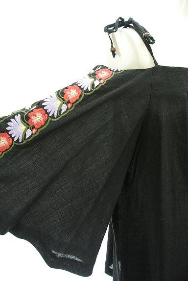 Lily Brown(リリーブラウン)の古着「ボヘミアン刺繍オフショルカットソー(カットソー・プルオーバー)」大画像4へ