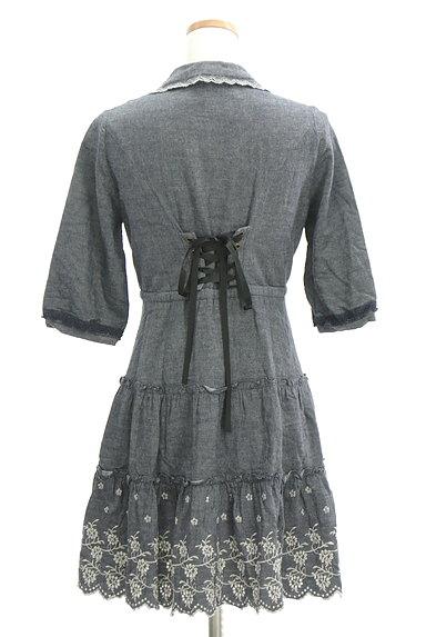 axes femme(アクシーズファム)の古着「刺繍デニム風フレアワンピース(ワンピース・チュニック)」大画像2へ