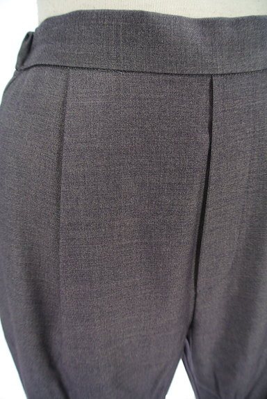 BLACK BY MOUSSY(ブラックバイマウジー)の古着「タックテーパードパンツ(パンツ)」大画像4へ