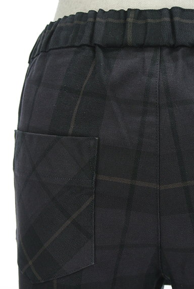 TOMORROWLAND(トゥモローランド)の古着「チェック柄スリムテーパードパンツ(パンツ)」大画像4へ