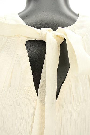 ROYAL PARTY(ロイヤルパーティ)の古着「ノースリーブ抑揚プリーツプルオーバー(カットソー・プルオーバー)」大画像4へ
