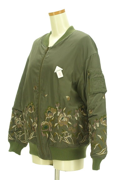 Lily Brown(リリーブラウン)の古着「花刺繍×キルティングリバーシブルブルゾン(ブルゾン・スタジャン)」大画像3へ