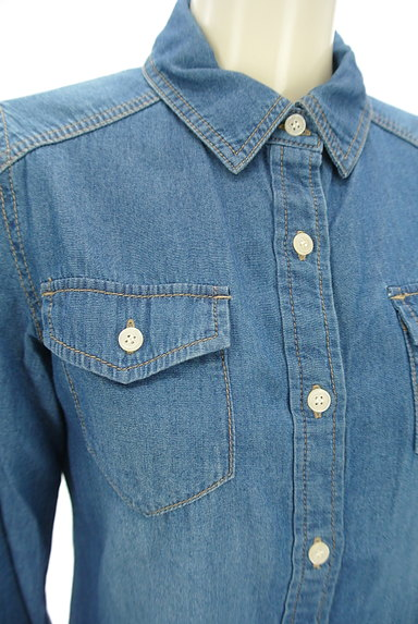 NATURAL BEAUTY BASIC(ナチュラルビューティベーシック)の古着「ウォッシュド加工デニムシャツ(カジュアルシャツ)」大画像4へ