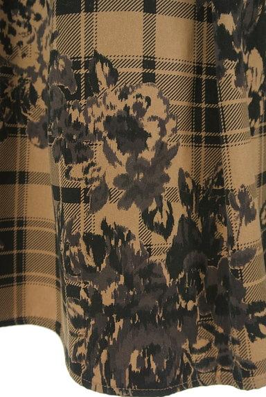 ketty(ケティ)の古着「花柄×チェック柄ミディ丈タックフレアスカート(スカート)」大画像5へ