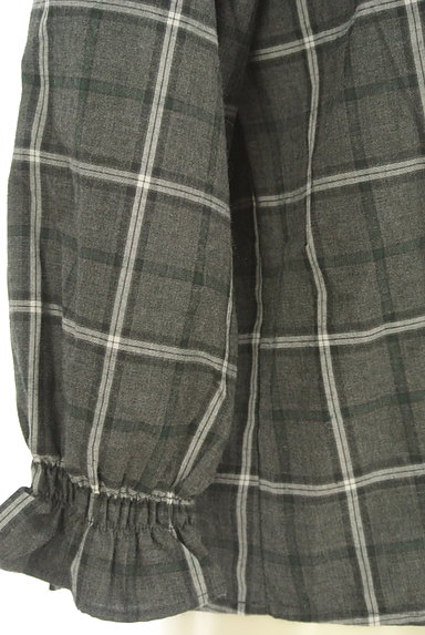 Te chichi(テチチ)の古着「シャーリングネックラインチェック柄カットソー(カットソー・プルオーバー)」大画像5へ