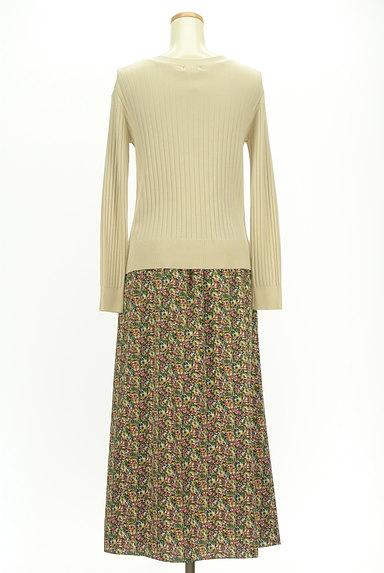 INDIVI(インディヴィ)の古着「カーデと小花スカートのセットアップ(セットアップ(ジャケット+スカート))」大画像2へ