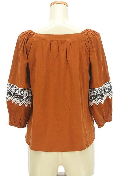 KATHARINE ROSS(キャサリンロス)の古着「ふんわり刺繍袖のギャザーカットソー(カットソー・プルオーバー)」大画像2へ