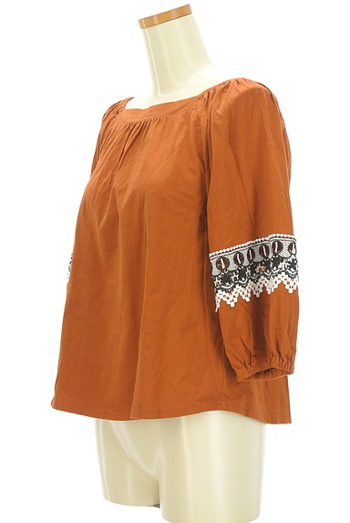 KATHARINE ROSS(キャサリンロス)の古着「ふんわり刺繍袖のギャザーカットソー(カットソー・プルオーバー)」大画像3へ