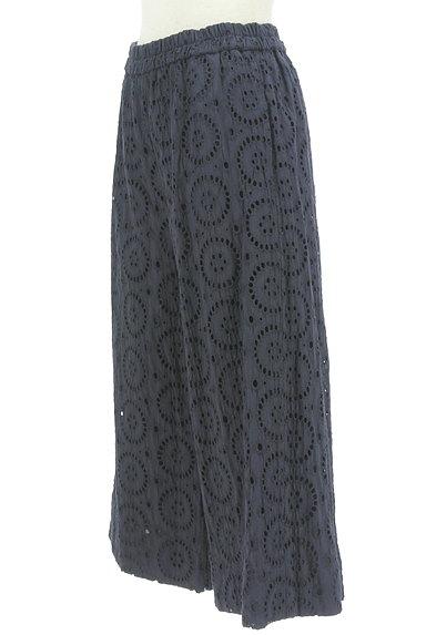 KATHARINE ROSS(キャサリンロス)の古着「カットワーク刺繍のセミワイドパンツ(パンツ)」大画像3へ
