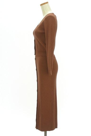 MURUA(ムルーア)の古着「フロントボタンリブセットアップ(セットアップ(ジャケット+スカート))」大画像3へ