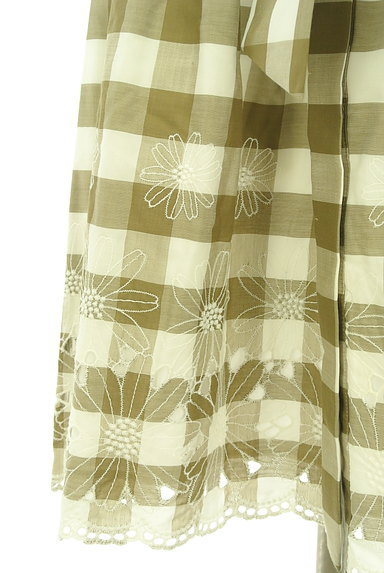 LAISSE PASSE(レッセパッセ)の古着「ウエストリボン膝丈刺繍チェック柄ワンピ(ワンピース・チュニック)」大画像5へ