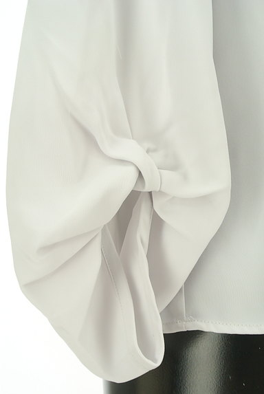 Te chichi(テチチ)の古着「ツイスト袖タックブラウス(ブラウス)」大画像5へ