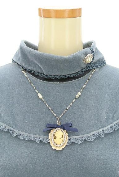 axes femme(アクシーズファム)の古着「カメオネックレス付きフリルカットソー(カットソー・プルオーバー)」大画像4へ