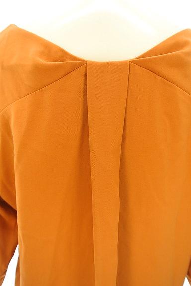NATURAL BEAUTY BASIC(ナチュラルビューティベーシック)の古着「ドロップショルダー七分袖タックカットソー(カットソー・プルオーバー)」大画像5へ